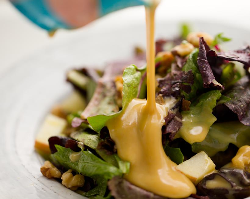 Салат с виноградом и медово-горчичной заправкой